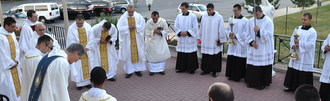 Institute of the Incarnate Word (IVE) priests and semenarians give thanks to God for having the oppurtunity to yet again partake in the Holy Sacrifice of the Mass.
